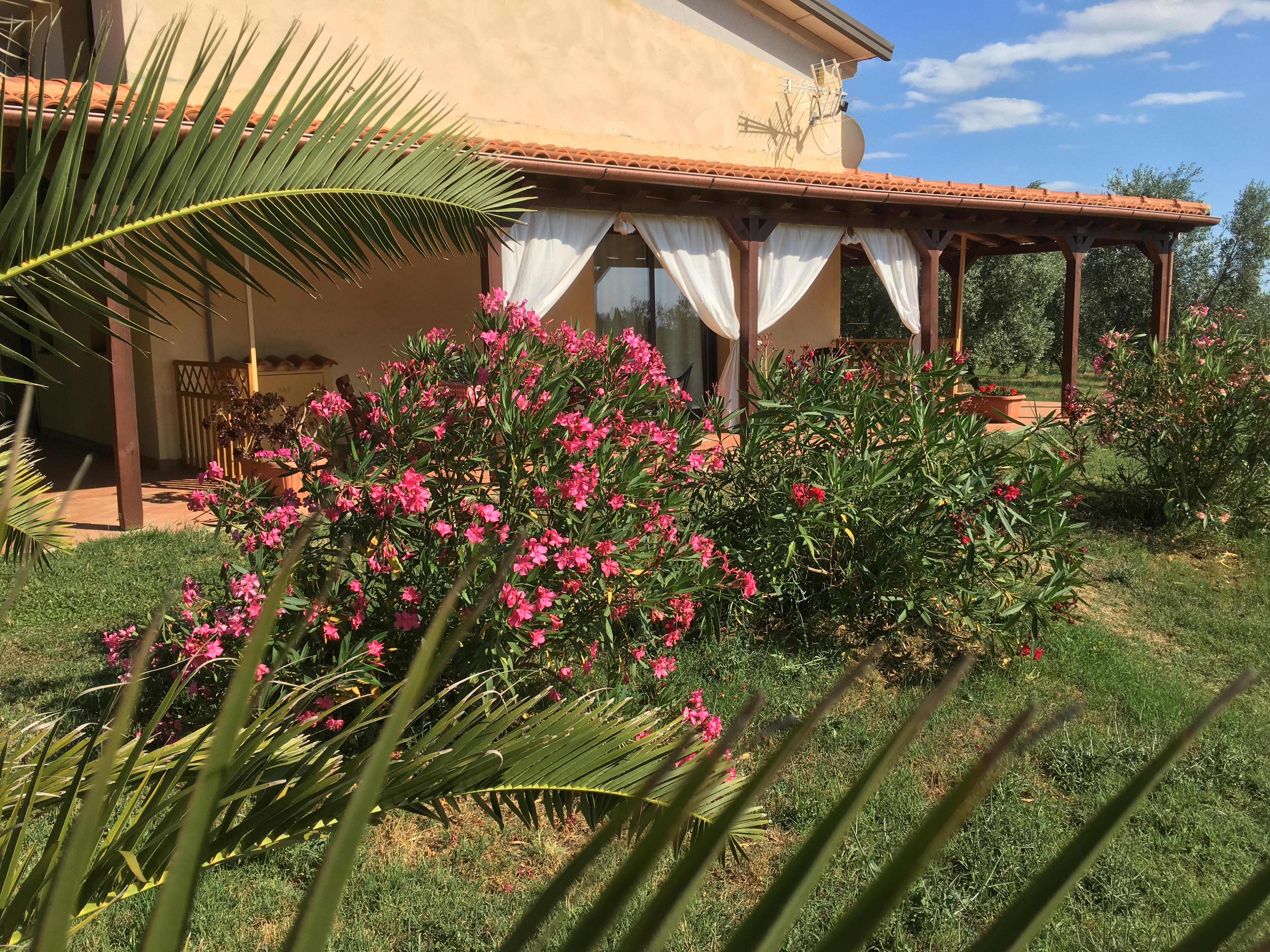 agriturismo, camera con portico privato e giardino
